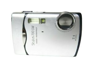 Olympus Stylus 790SW 7.1MP Digital Camera WaterProof - Silver - Tested & Working