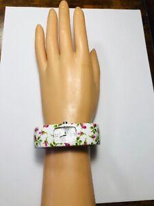 BETSEY JOHNSON FLORAL BANGLE BRACELET ~ WHITE PINK FLOWERS ~ NEW BATTERY