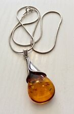 Beautiful Ladies Vintage Solid Silver & Amber Pendant and Silver Chain
