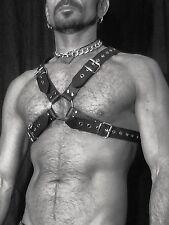 frauen beim pinkeln beobachten leder harness