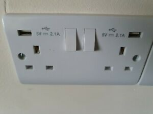 Scolmore Click  Twin Switch Socket 13 Amp with USB Outlets 2.1A