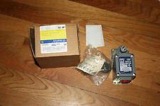 Square D Limit Switch Type TYB3 Type 9007 Three Point Double Throw New