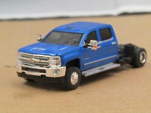 dcp/greenlight dually blue Chevy Silverado 3500 crew cab truck 1/64