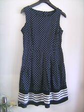 Belle robe sans manches bleu marine imprimée de pois blancs taille M/3