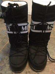 moon boots size 5 Unisex