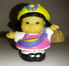 FISHER PRICE LITTLE PEOPLE - 2003 – SONYA LEE WITH BASKET – 05/06TL