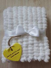 Pom Pom Guimauve blanc fait main bébé fille ou garçon couverture, prêt à Expédier