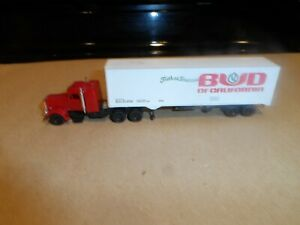 HO SCALE TRACTOR AND TRAILER  BUD OF CALIIFORNIA