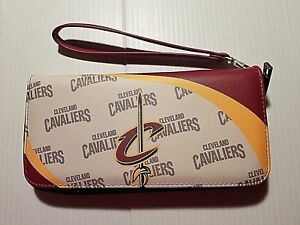 Cleveland Cavaliers NBA Curve Zip Organizer Wristlet Womens Wallet