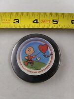 Vintage Charlie Brown Valentines Day 1981 pin button pinback *ee4