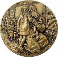 REMEMBER Jewish Holocaust Medal by M. Frankenhuis, Weistrop