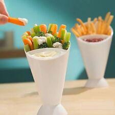 Fuentes y platos blancos de plástico para servir