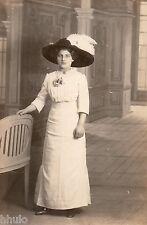 BD957 Carte Photo vintage card RPPC Femme woman mode fashion chapeau plume décor