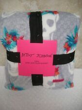 "Betsey Johnson Twin Ultra Plush Throw Blanket Gray/White Skulls Floral 60 X 90"""