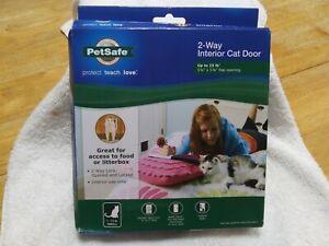 "PETSAFE CAT 2-WAY LOCKING FLAP CAT DOOR CATS Up To 15 LB, 5.8"" X 5.8"" New"
