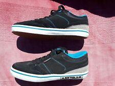 Chaussures Airwalk couleur noir et bleu d'occasion taille 42