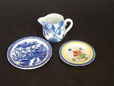 3 miniatures-BLUE & WHITE POTTERY cruche, Empire Made plaque et Quimper Assiette