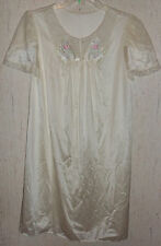 EXCELLENT VINTAGE WOMENS LORRAINE IVORY NIGHTGOWN   SIZE M  Simply Beautiful!