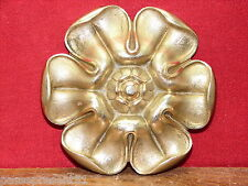Joli ancien enjoliveur N° 10, fleur, bronze, diamètre : 8,5 cm