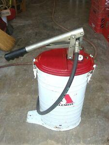 Vintage Alemite Fluid Dispenser Oil Lubster Can Gas Station oiler