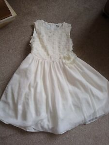 Girls gorgeous Bridesmaid/ party  Dress: Age 10 :Ivory with netting / underskirt