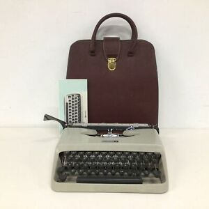 Vintage Underwood 18 Portable Typewriter with Carry Case Beige #129