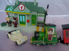 POSTMAN PAT SNAP TRAX PLAYSET WITH GREENDALE STATION, SYLVIA GILBERSTON, CAR