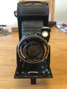 Voigtlander Bessa folding 6x9 camera 120 film age?