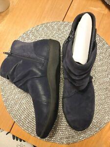 Ladies Clarks Boots Size 6 Never Been Worn.