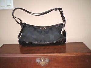 AUTHENTIC COACH MONOGRAM SHOULDER OR CROSS BODY HANDBAG NEAR MINT FABRIC & PATEN
