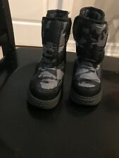 Toddler boy Camo insulated & waterproof snow boot size 7
