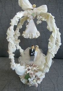 Fancy 1940's Bride & Groom Cake Topper with Archway Vintage