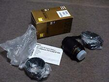 Nikon AFs 55-200mm f3.5-5.6G VR en su caja con tapas, parasol e instrucciones