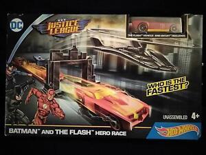 DC Justice League Hot Wheels Batman & The Flash Hero Race, Flash Vehicle & Batje