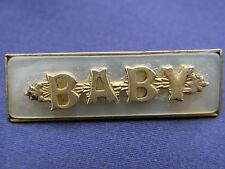 Hermosa Vintage Baby madreperla y oro tono Broche