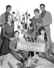"""Lost In Space"" Cast From The Tv Show - 8X10 Christmas Publicity Photo (Aa-372)"