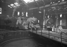 PHOTO  LOCO SHED LMS LEEDS (HOLBECK) VIEW OF LOCOS STANDING AROUND TURNTABLE IN