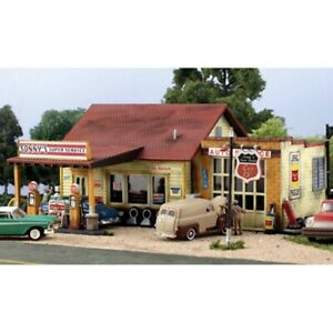 Woodland Scenics PF5203 N-Scale KIT Sonny's Super Service, Old Time Gas Station