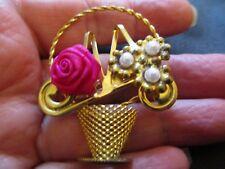 VINTAGE LARGE GOLD TONE ROSE FLOWER BASKET PEARL BROOCH PIN EASTER WEDDING GIFT
