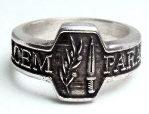 """Ring mit Motto Si vis pacem, para bellum """"Wenn Du den Frieden willst, bereite..."""