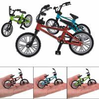 - vélo de montagne bicyclette de modèle avec les outils de la roue de secours