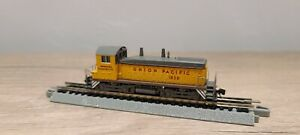N scale life like Union Pacific Switcher Engine  SW9/1200 #1828