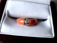VINTAGE 18K YELLOW GOLD RING: NATURAL CORALS & DIAMONDS