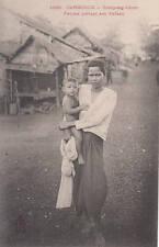 Cambodge Kompong-Cham Femme portant son enfant Cambodia Indochine Dieulefils