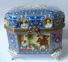 LARGE PORCELAIN TRINKET/JEWELLERY BOX DECORATED IN AN 18th CENTURY STYLE