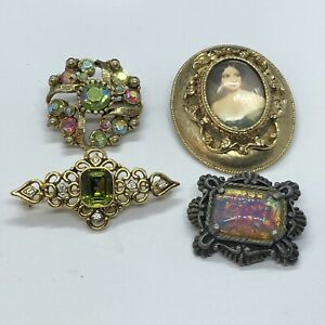 4 x Beautiful Vintage-Style Design Brooches (MISC11)