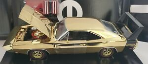 ERTL 1/18 1969 DODGE DAYTONA GOLD CHROME WITH BLACK WING 1/204 tool box