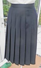 "LADIES MARKS & SPENCER PLEATED SKIRT SIZE 14 NAVY KNEE LENGTH 28"" HARDLY WORN"