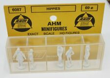 AHM 6087 HO Figure Pack Hippies  (Pack of 5)