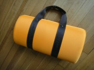 Veuve Clicquot Traveller / Picnic Bag with 2 champagne flutes - Limited Edition